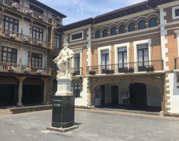 ELKANO, estatua Getaria
